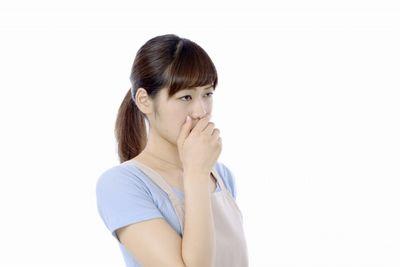 口臭を臭がる女性